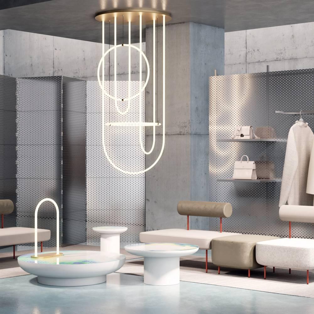Lampe à poser design et chandelier UNSEEN avec canapés HOFF et tables FRANCIS - Petite Friture