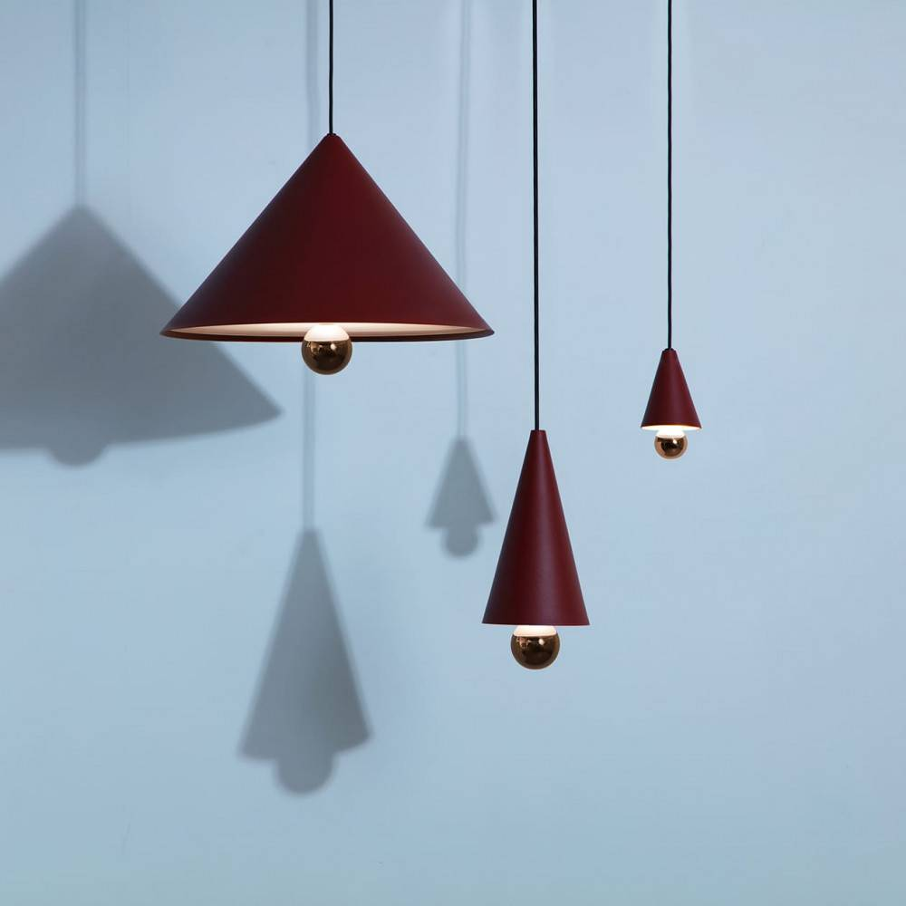 Suspension-Cherry-LED-brun-rouge-vue-ensemble-Petite-Friture-allumées