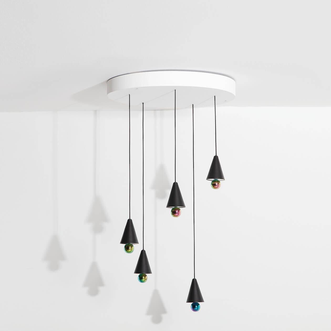 Lifestyle-Chandelier-Cherry-LED-black-Petite-Friture